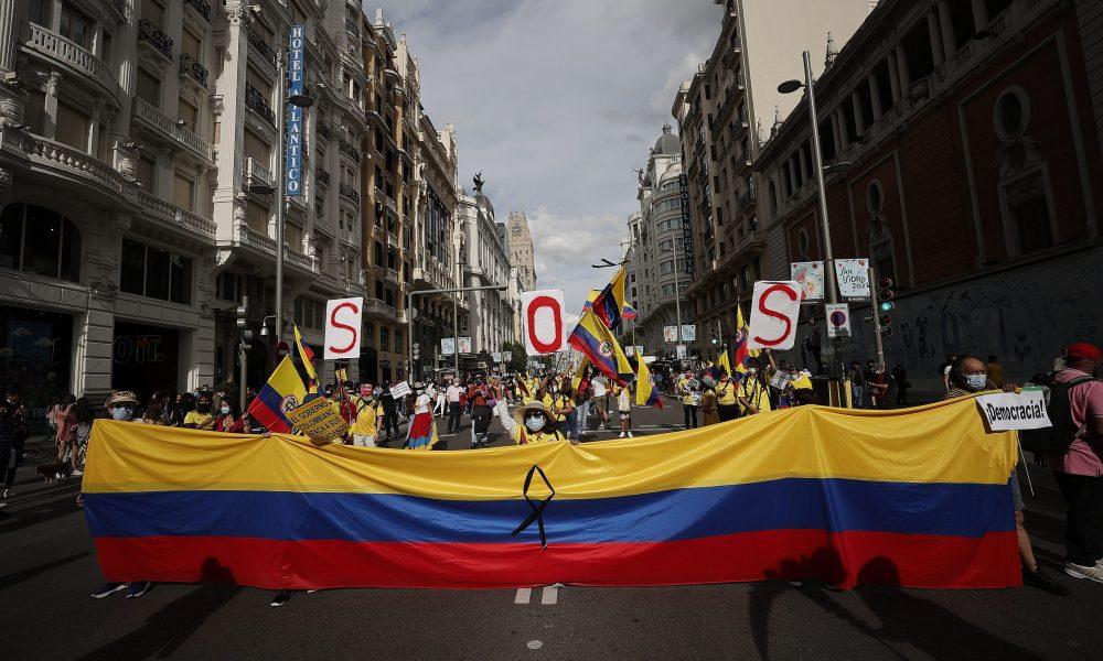 Madrid'de Kolombiyalılar sokağa çıktı: Hükümet karşıtı gösterilere destek verdiler