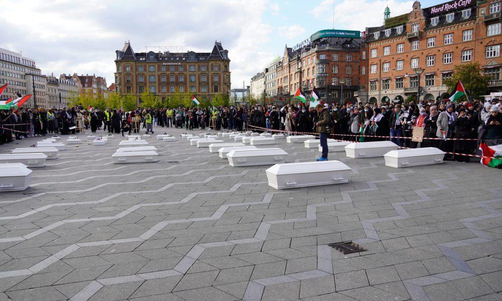 Danimarka sınırdışıları: Suriyeli mülteciler saray önünde eylem yaptı