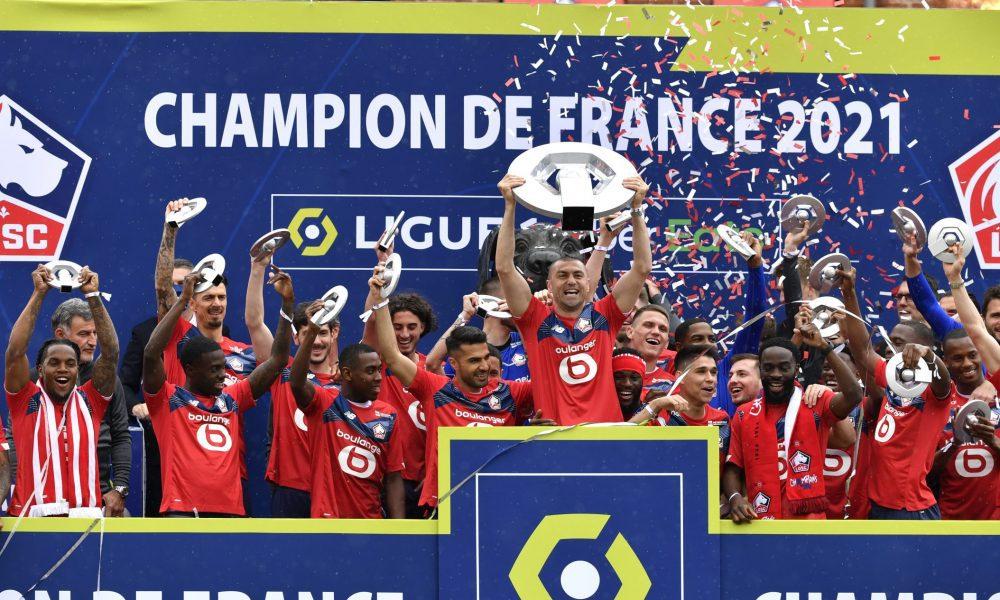 """Fransa 1. Futbol Ligi'nde Lille şampiyonluk kupasını aldı: Gözler """"Muhteşem Türkler""""deydi"""