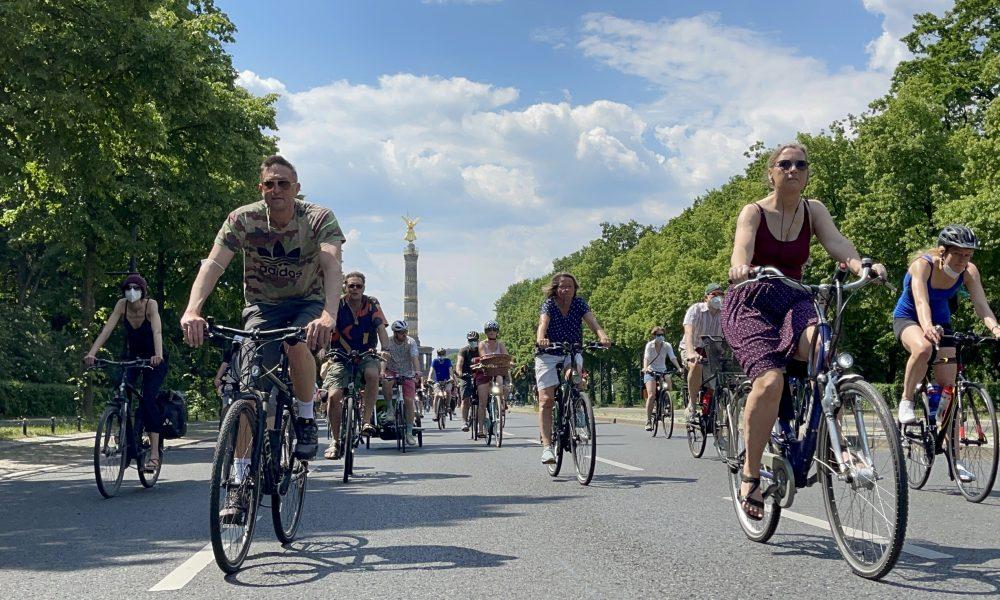 Almanya'nın ulaşım ve iklim politikaları: Bisiklet konvoylarıyla protesto ettiler