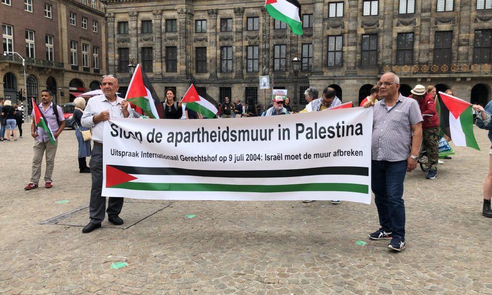 """Hollanda'da """"duvar"""" protestosu: """"17 yıl geçti İsrail gereğini yapmadı"""""""