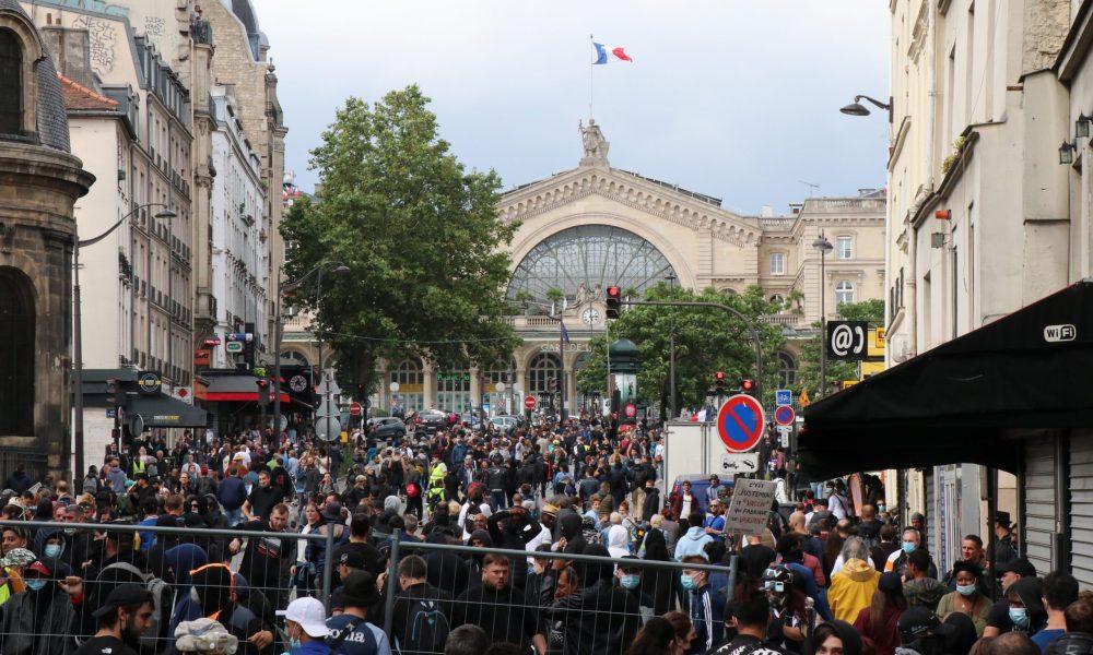 Fransa'da aşı mecburiyeti karşıtı gösteri: Binlerce eylemci sokağa çıktı