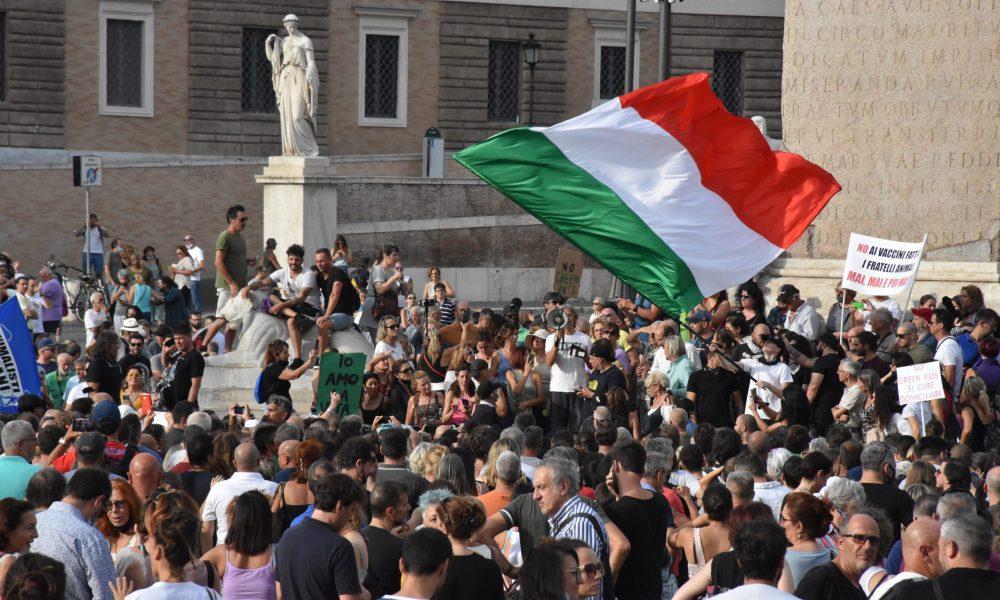 """Beklenen oldu: İtalya'da """"Yeşil Geçiş"""" belgesine protestolar başladı"""