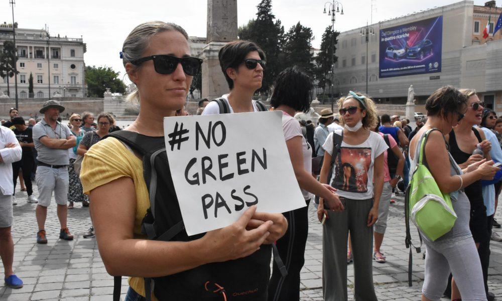 """Protestolar devam ediyor: İtalya'da """"Yeşil Geçiş""""e geçit vermiyorlar"""