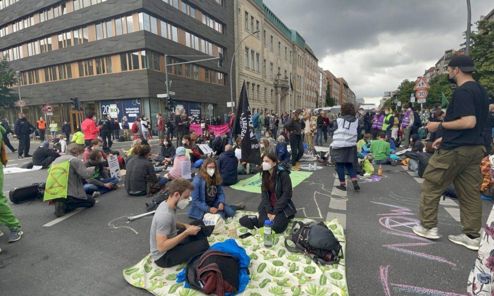 Çevreciler Alman hükümetinin iklim politikasını protesto etti