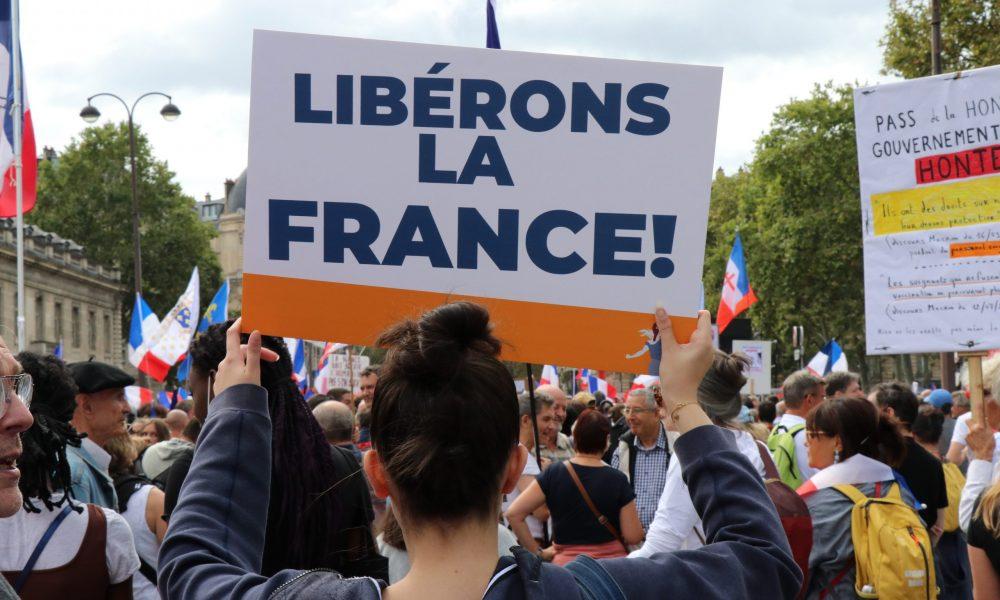 Fransa'da aşı karşıtları 7 haftadır eylemde: Aşırı sağın eyleminde polis yoktu