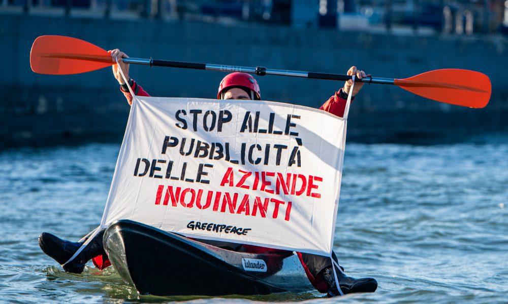 Hollanda'da petrol ve gaz eylemleri: Greenpeace üyeleri petrol rafinerisinin girişini kapattı