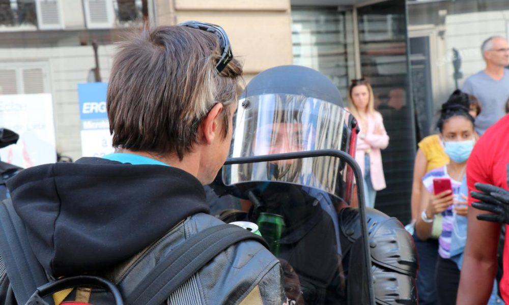 Fransa'da polislere zorunu aşı mı geliyor?