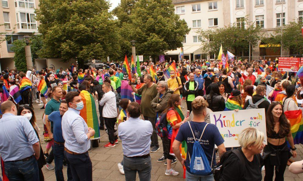 """Essen """"Onur Yürüyüşü"""" Almanya'nın homoseksüel siyasetçileri"""