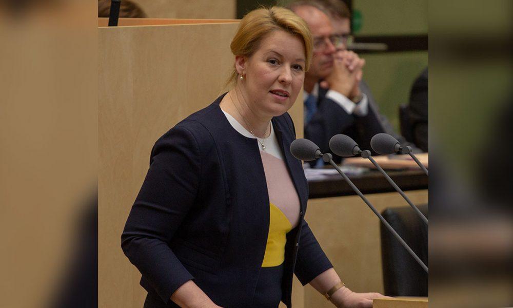 """Bir """"doktora kurbanı"""" bakan daha: Almanya Aile Bakanı Giffey görevinden istifa etti"""