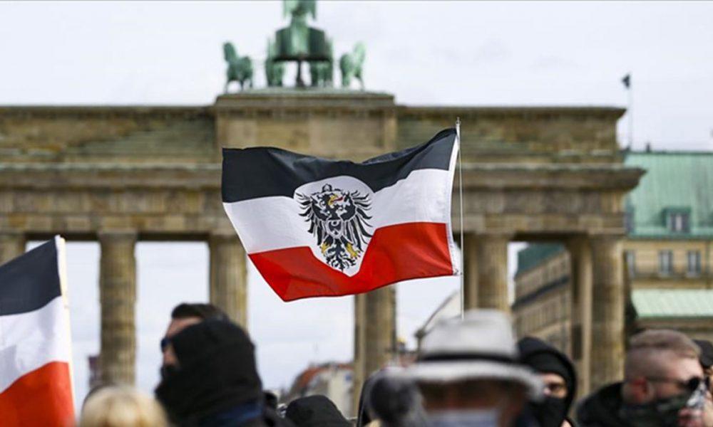 """İçişleri Bakanları düğmeye bastı: Almanya sokaklarında """"imparatorluk bayrakları"""" yasaklanıyor mu?"""