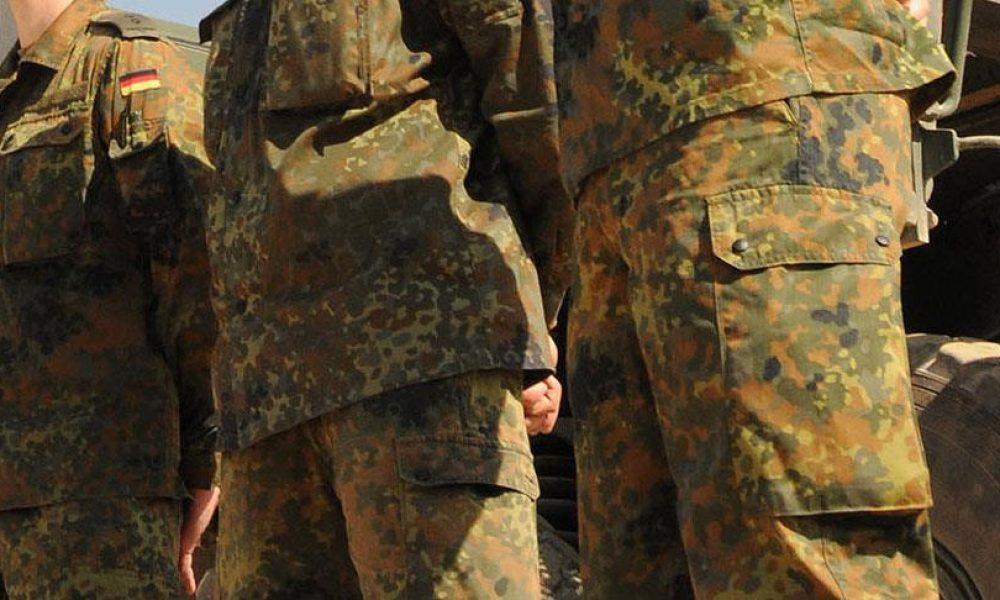 """Eski Alman askerleri hakkında """"göçmenlere saldırı"""" soruşturması"""