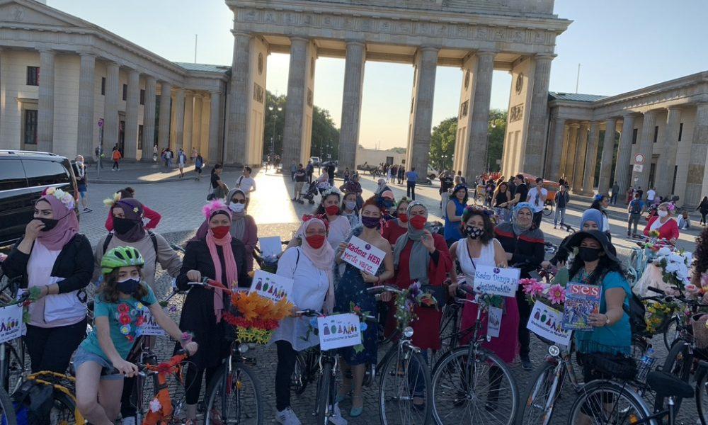 """Berlin'de """"Süslü Kadınlar Bisiklet Turu"""" 19 Eylül'de: Türk kadınlarına """"katıl"""" çağrısı"""