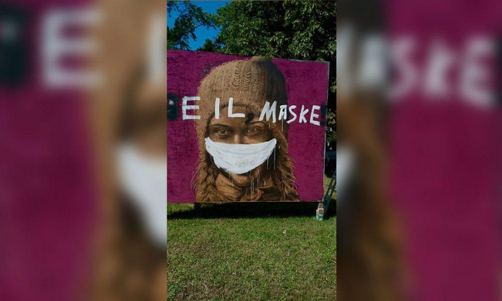 """[siyaset] Dev Greta tablosuna saldırı: Ali Zülfikar'ın eserine """"Heil"""" yazıp, maske taktılar"""