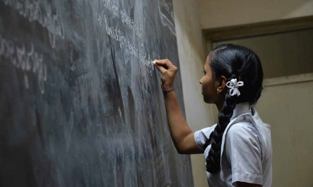 Çocuklar anadillerine göre  sınıflandırılınca ortalık karıştı:  Eğitim Dairesi özür diledi