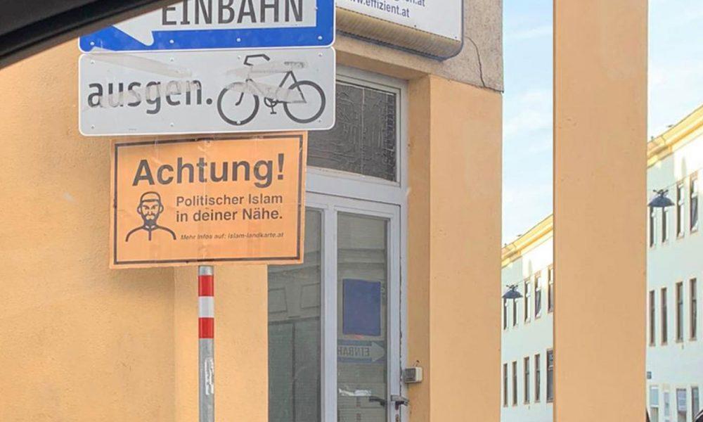 """""""İslam Haritası"""" sonrası ırkçılar harekete geçti: Avusturya'da cami çevrelerine levhalar asıldı"""