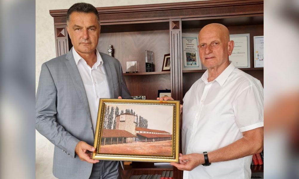 Türk derneği yöneticileri Novi Pazar Belediyesi'ni ziyaret etti