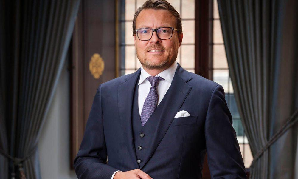 Hollanda'da bir maske skandalı: Prens Constantijn ve Türklere ait bir firmanın da adı karıştı