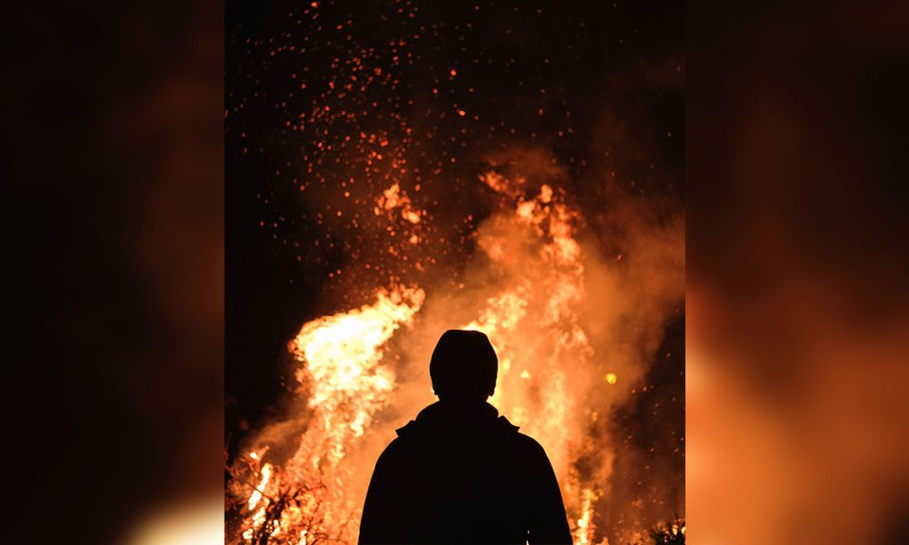 Alman turist beklenenden farklı davrandı ve vazgeçmedi: Yangınlar nedeniyle iptal yok