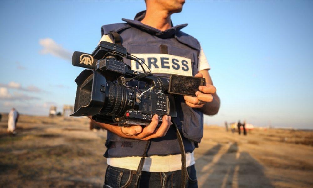 Özgür medyaya destek gösterisi