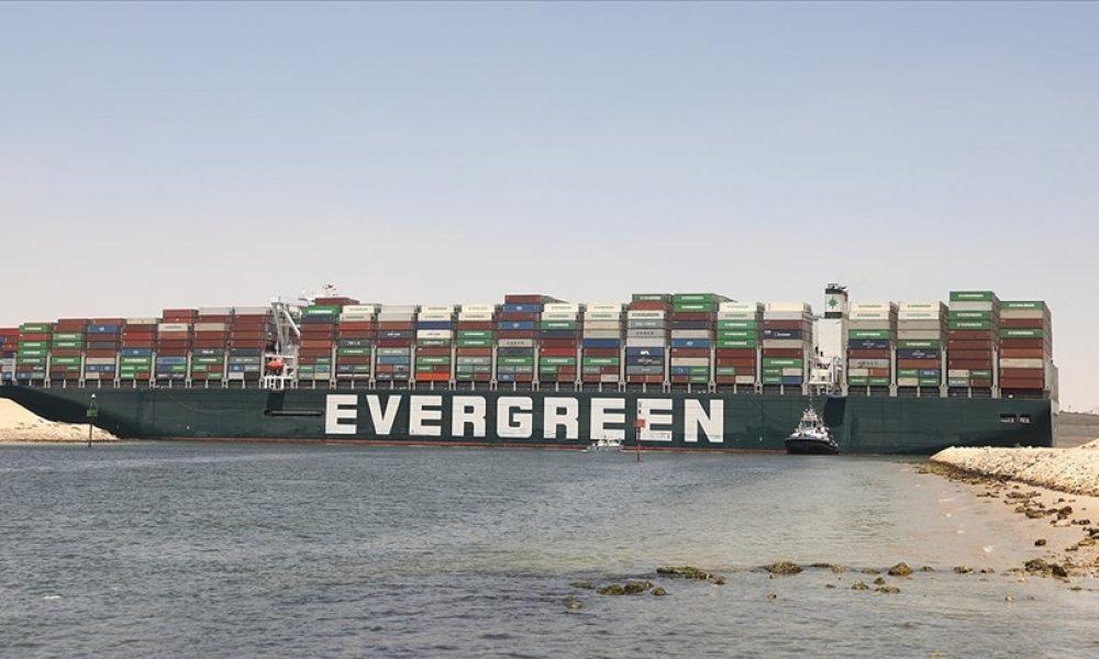 """Dünya ticaretini sekteye uğratmıştı: """"Ever Given"""" gemisi Rotterdam'a vardı"""