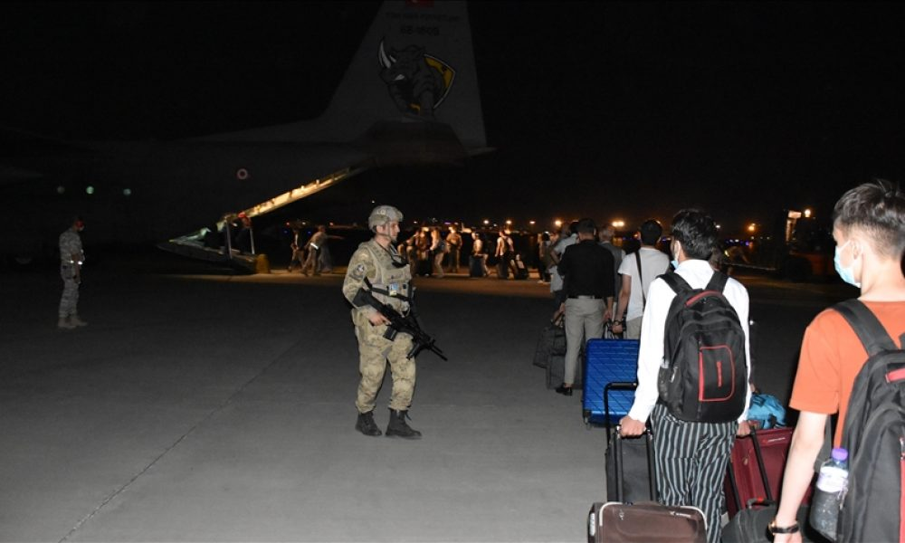 """Fransa Dışişleri Bakanı'ndan NATO'ya Afganistan çağrısı: """"Tahliyelerin ötesinde yardımcı olmalı"""""""