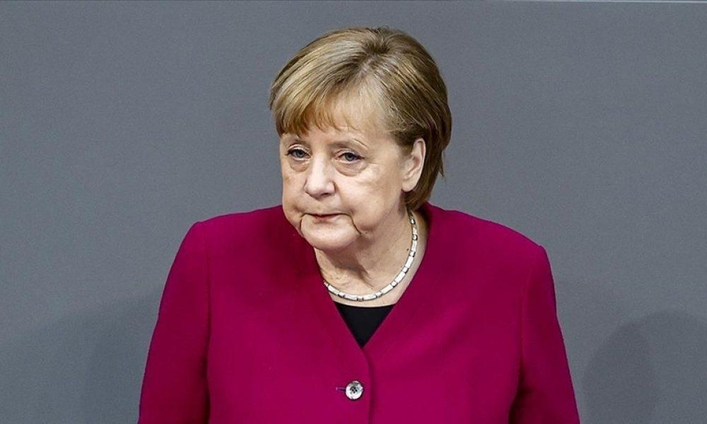 """Aşıda patent yanlısı Merkel: """"Almanya'da üçüncü dalgayı kırmış görünüyoruz"""""""