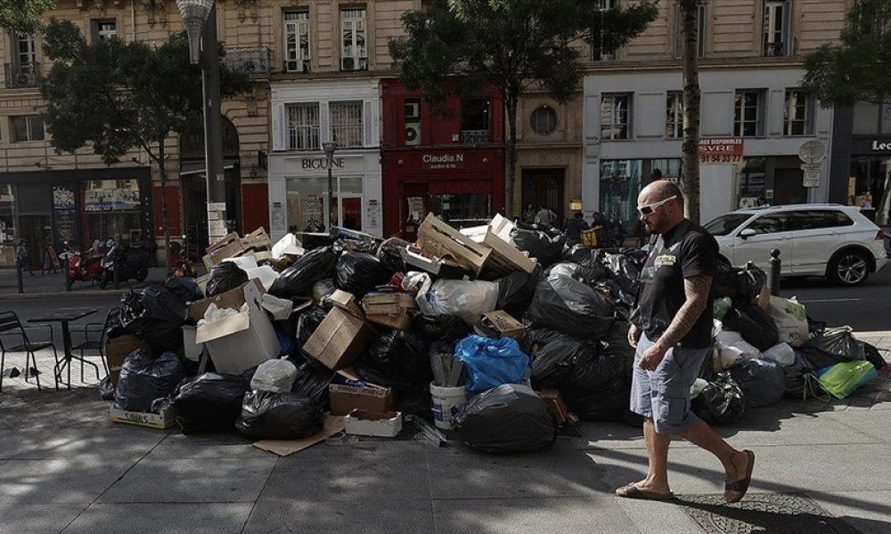 Temizlik görevlileri grevde: Marsilya sokakları çöp yığınlarıyla doldu