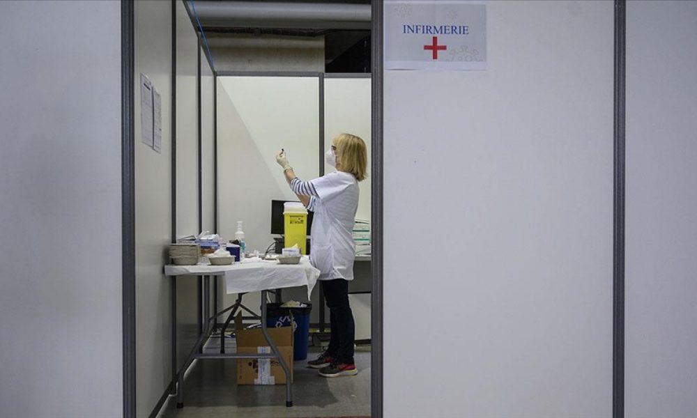 İki doz aşı yaptıranlara müjde: İngiltere AB ve ABD vatandaşlarına karantinayı kaldırıyor