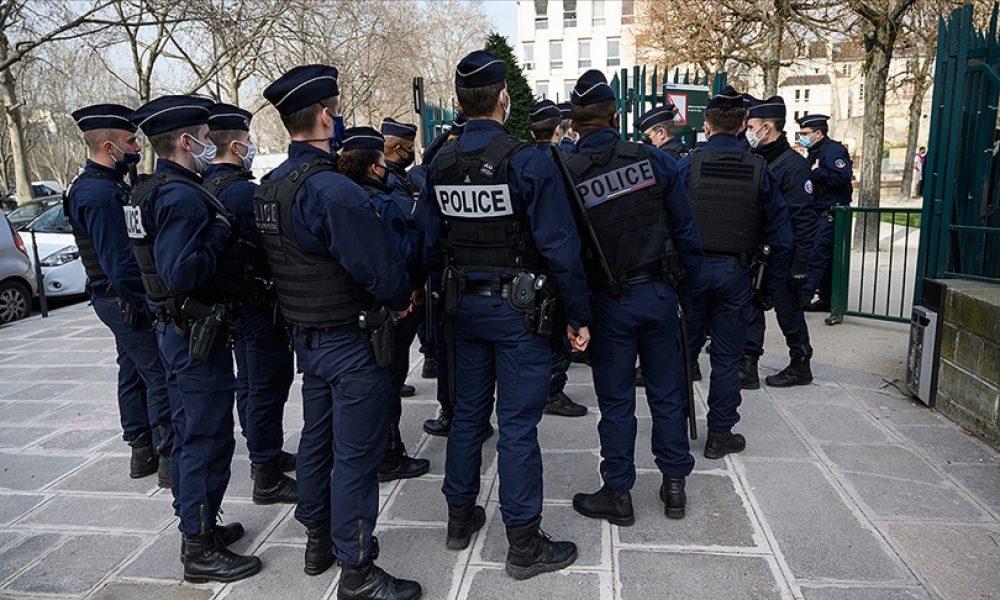Fransa'daki Afgan mülteciler: Polis zoruyla Paris'ten mi çıkarıldılar?
