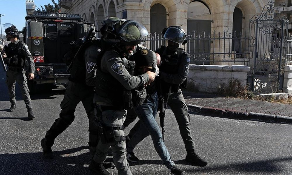 Alman subay Franco A. bilmecesi: Sığınmacı kılığında saldırı planlamakla suçlanıyor