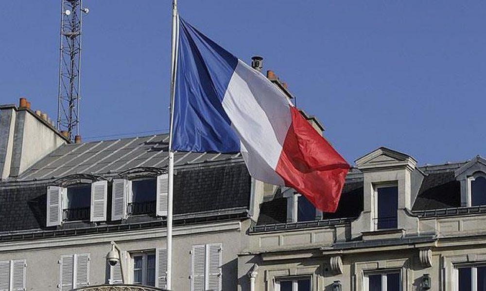 Fransa adalet bakanı yasa dışı çıkar sağlamakla suçlanıyor