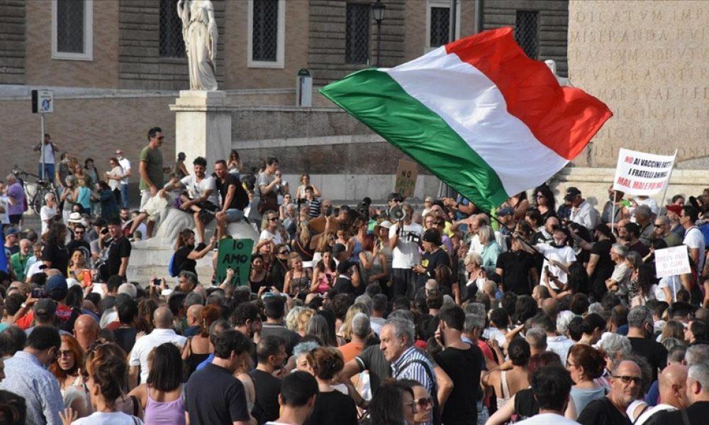 İtalya'da son 24 saatte Covid-19'dan 71 kişi öldü