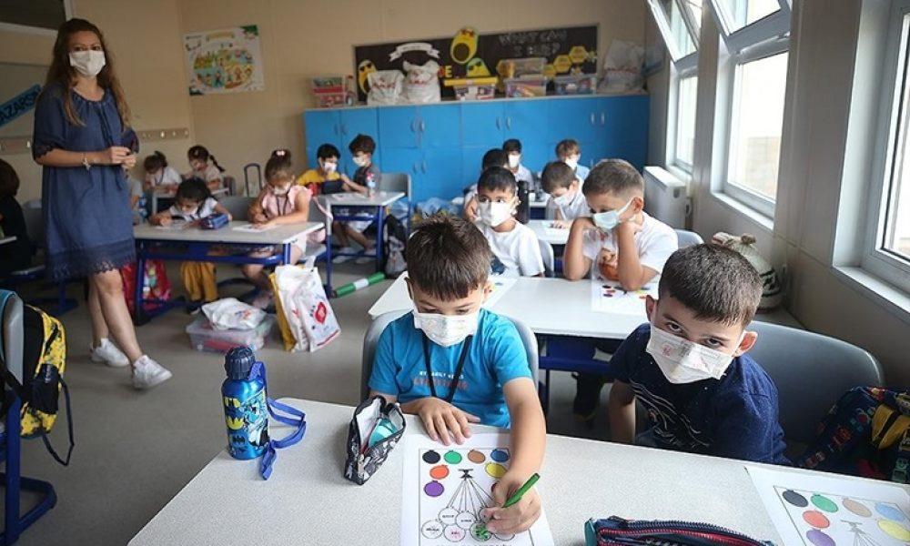 İtalya'da okullar açıldı: Covid-19 önlemleri eşliğinde öğrenciler için ders zili