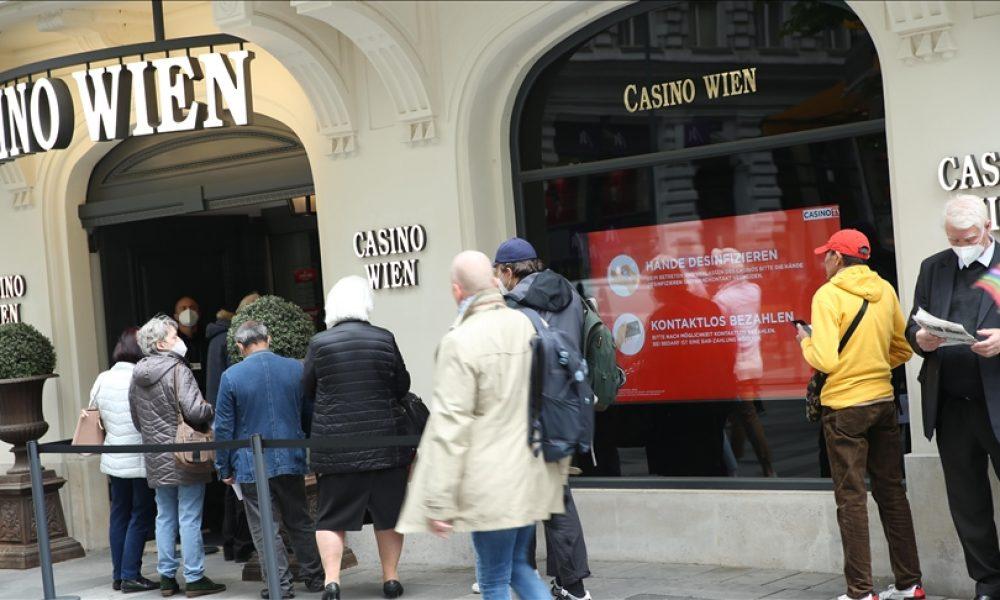 Restoran ve oteller yeniden açıldı: Başbakan Kurz'a müşterilerden tepki