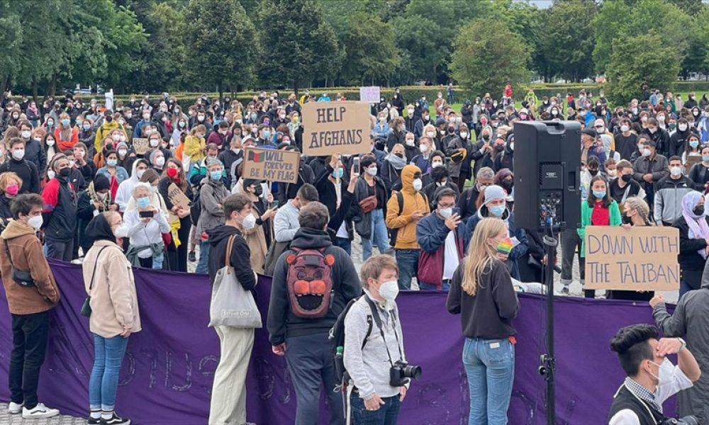 Almanya'da binler sokağa çıktı: Afganistan'da tehlikede olanların hızla tahliye edilmesini istediler