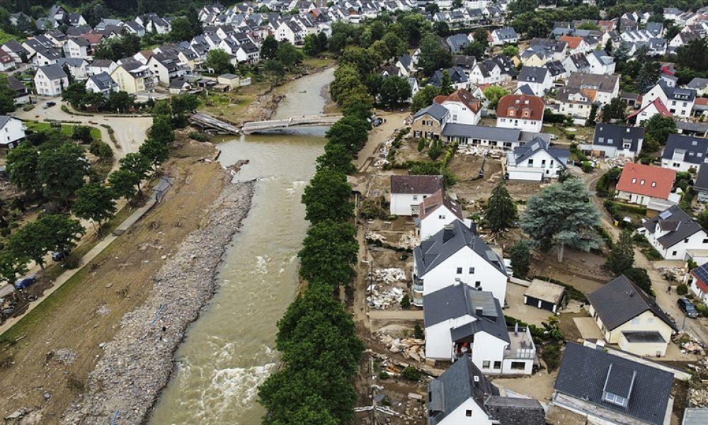 """Merkel, sel felaketi sonrasında zor durumda: Zarar gören bölgelerden """"yardım"""" çağrısı"""