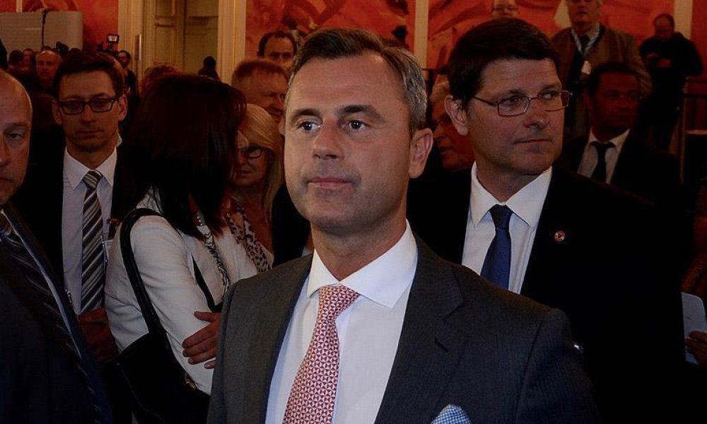 İbiza skandalı koltuk devirmeye devam ediyor: Avusturya'da aşırı sağcı lider Hofer istifa etti