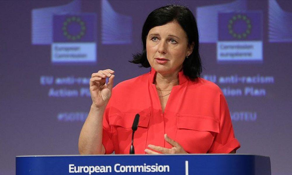 """AB'de zıtlaşma: Macaristan ve Polonya'ya """"Demokratik standartlara uy!"""" çağrısı"""