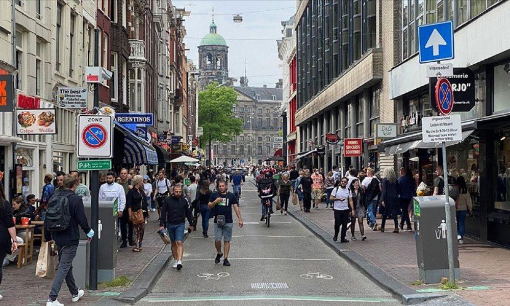 Hollanda, Covid-19 önlemlerini tamamen kaldırmaya hazırlanıyor