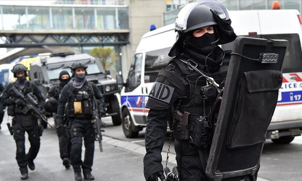 Paris'te binlerce genç parti yaptı: Polis göz yaşartıcı gazla dağıttı