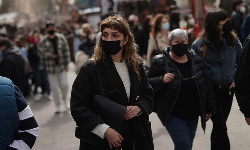 Virüs bıkkını İspanyollar meydanlara aktı: OHAL'in bitmesini sokaklarda kutladılar