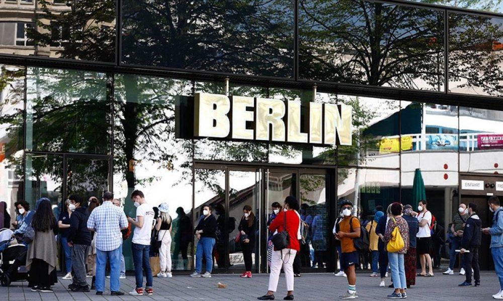 Almanya'da yetişkinlerin yüzde 75,9'u aşılandı