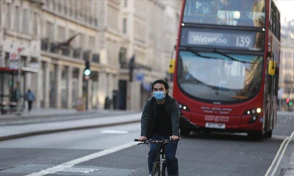 Sosyal mesafe kuralı ve maske zorunluluğu:İngiltere'de iki hafta sonra kaldırılıyor