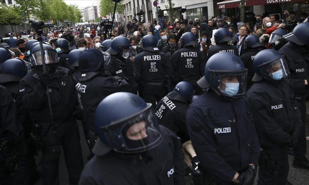 Berlin'de otoyol protestosu: Çok sayıda çevreci gözaltına alındı