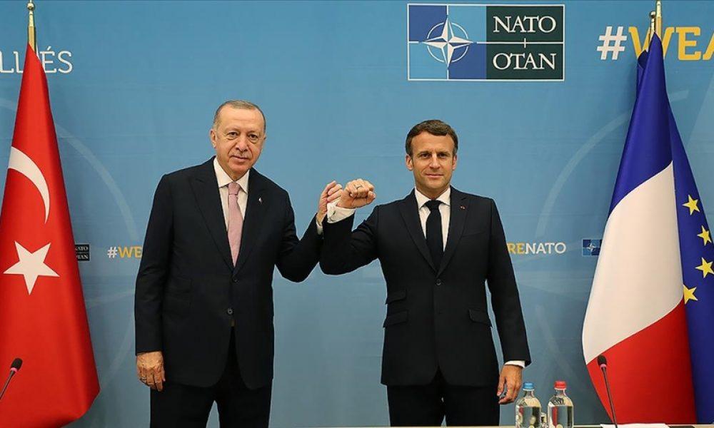 """Macron zor durumda: """"Açıklık, saygı ve talep için Cumhurbaşkanı Erdoğan'la görüştüm"""""""
