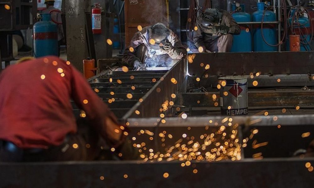 """Avrupa'nın en büyük ekonomisinde sanayi üretimi gerilemeyi sürdürüyor: """"Ara mallar sıkıntısı"""""""