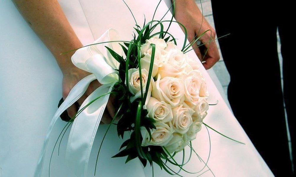 İngiltere'de bir ilk: Evlilik sertifikalarında anne ismine de yer verilecek