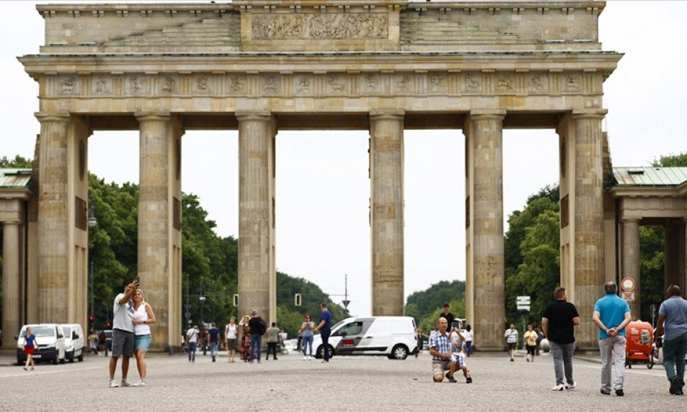 Alman hükümeti, aşı randevusuna gitmeyenlere yaptırım uygulanması talebini reddetti