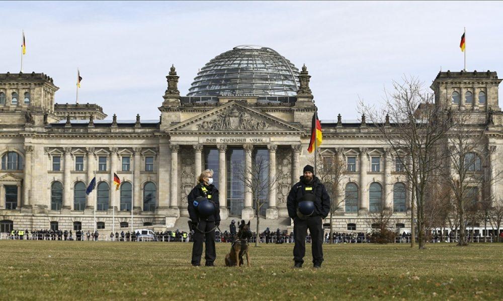 Federal Meclis yakınında açlık grevi: Laschet, Scholz ve Baerbock gelene kadar hiçbir şey yemeyecekler
